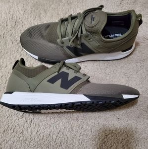 New Balance rev lite tennis shoe